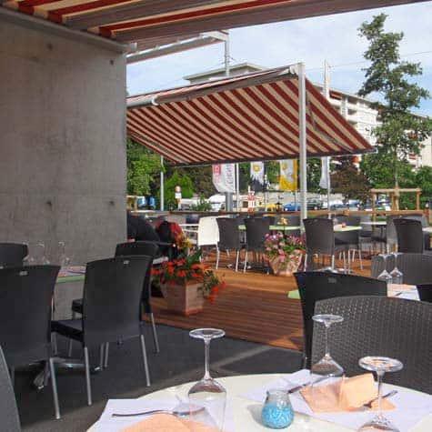 Store de terrasse avec tissus de protection solaire