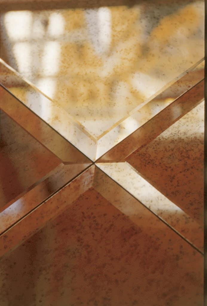 Damier en miroir oxydé clair 6mm avec bord biseauté